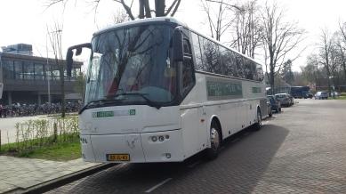 17032602 GroenGrijs Piet bus linkerzijde