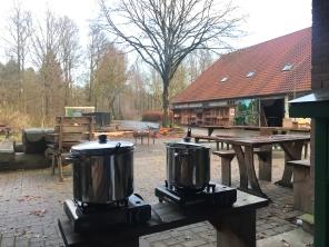 De soep staat klaar voor de zaagploeg