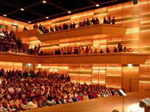 Muziekgebouw aan 't IJ - Grote Zaal met publiek (foto Jarko Aikens)