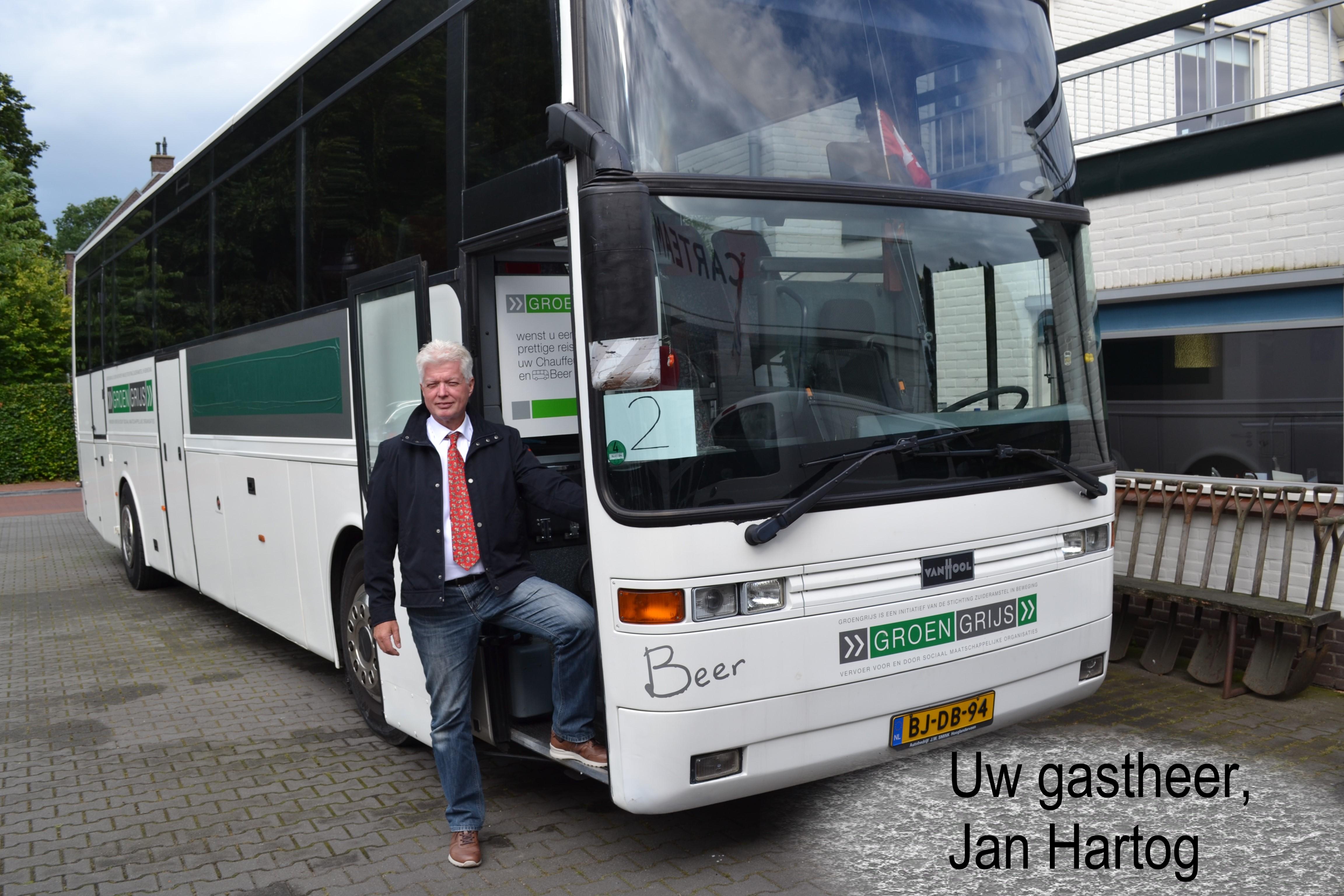 Groengrijs bus Beer Foto Jan Hartog